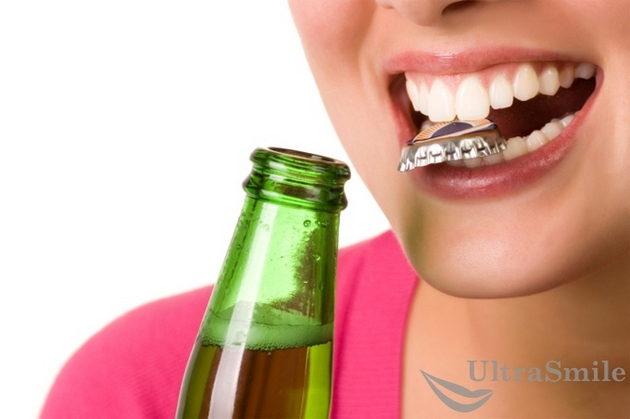 Использование зубов не по назначению