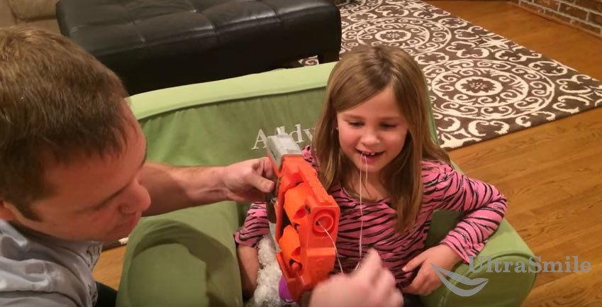 Как вырвать молочный зуб-с помощью игры