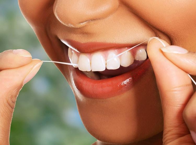 Зубная нить в помощь в борьбе с неприятным запахом изо рта