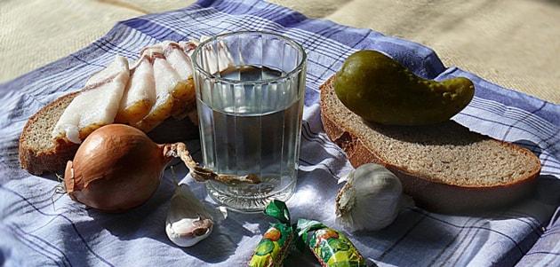спиртные напитки, лук и чеснок