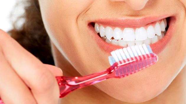 неправильная чистка зубов
