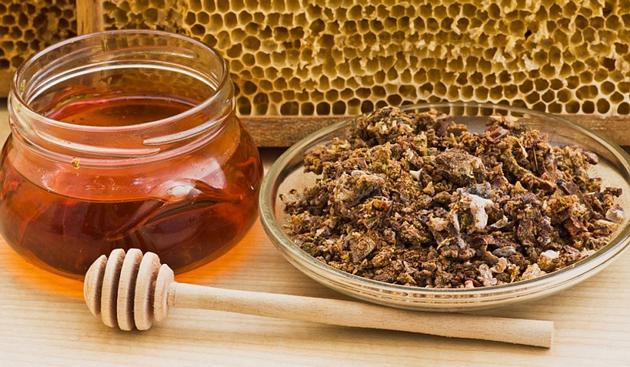 Прополис и мед хорошо помогает вылечить заболевание