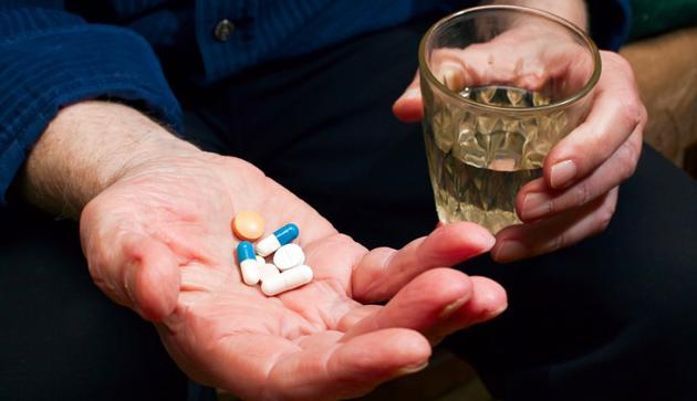Прием медикаментов поможет при лечении некротического гингивита.