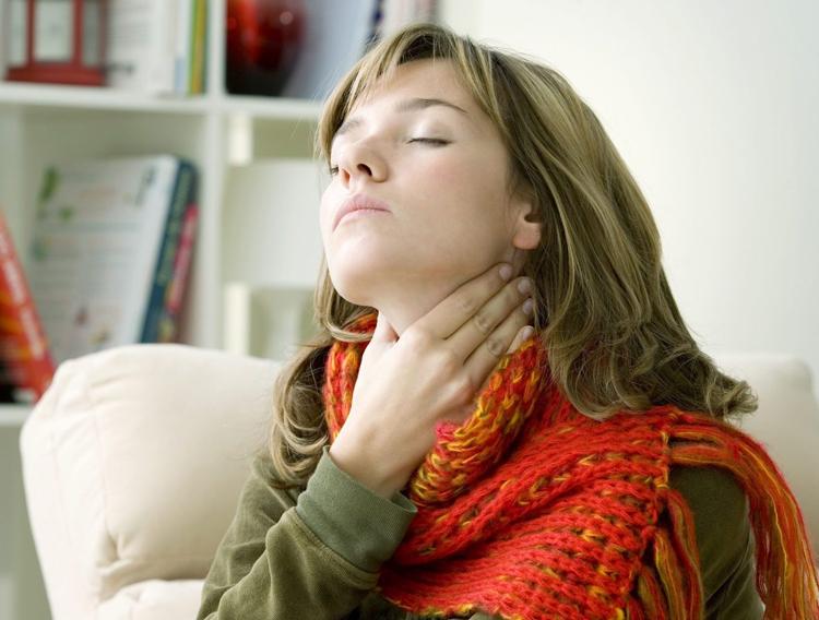 5 заболеваний, которые приводят к появлению гноя на миндалинах