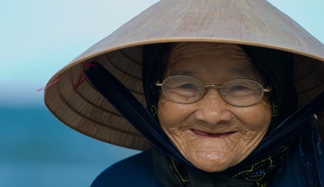 У людей старше 60 лет часто довольно часто встречается беззубый рот