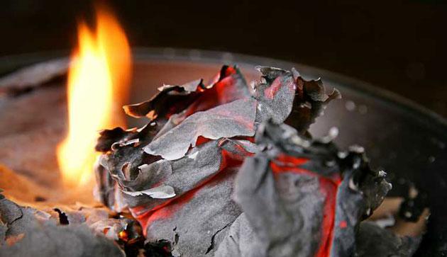 пепел сожженной бумаги