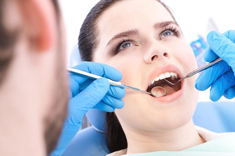6 процедур, которые входят в комплекс санации полости рта