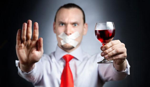 Следует отказаться от красящей пищи и напитков