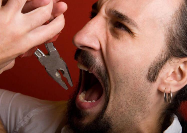 вырвать зуб дома