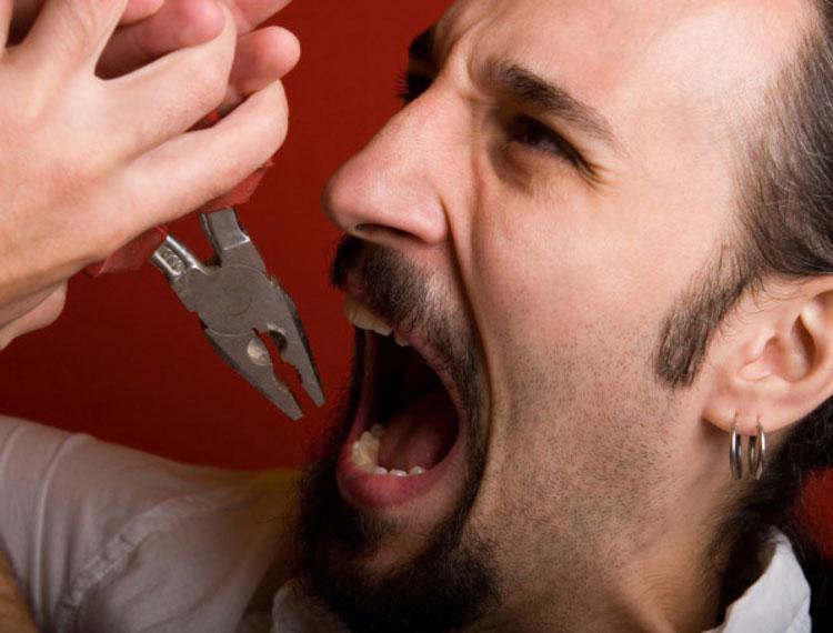 5 осложнений, которые заставят отказаться от идеи вырвать зуб дома