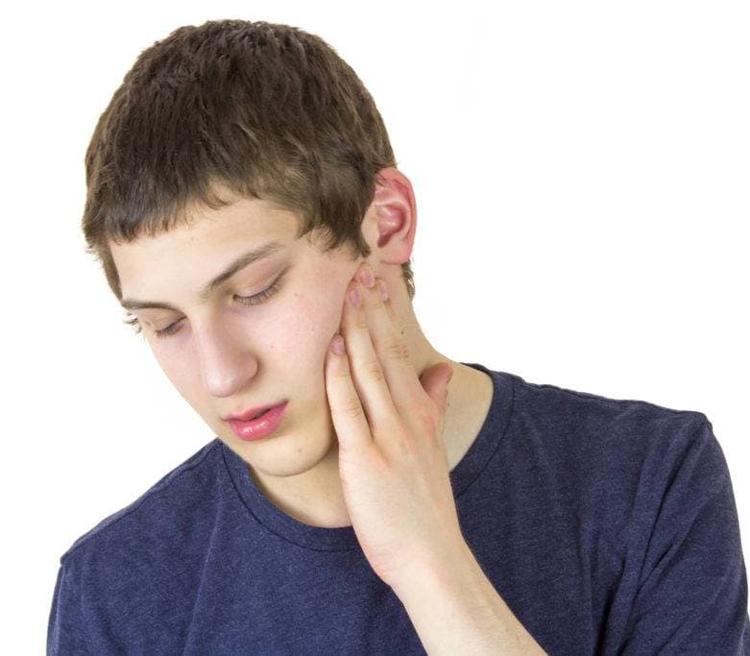 6 серьезных причин, почему могут болеть скулы