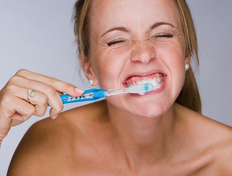 5 советов, как избавиться от рвотного рефлекса при чистке зубов