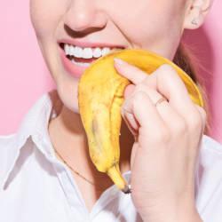 Отбеливание зубов банановой кожурой