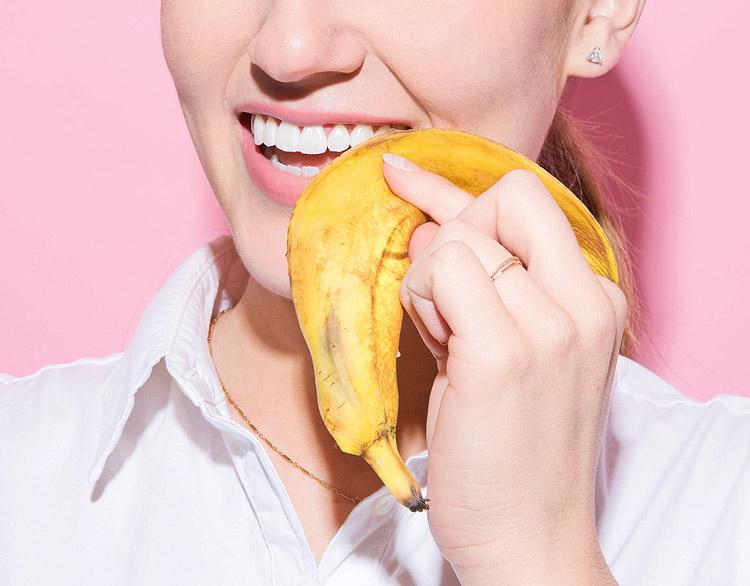 Отбеливание зубов банановой кожурой – миф или реальность?