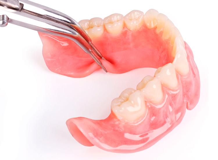4 особенности силиконовых зубных протезов
