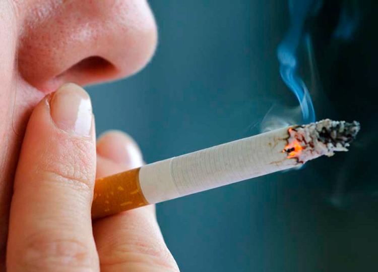 7 опасных стоматологических проблем, которые появляются от курения