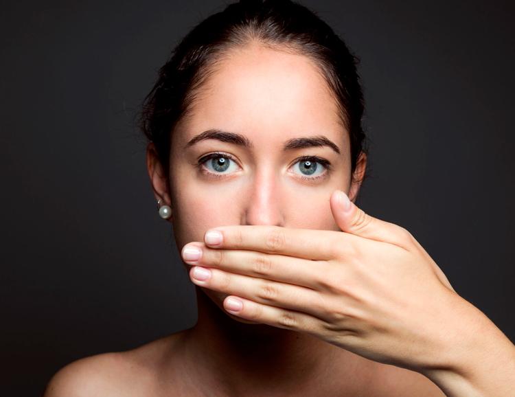 5 советов, которые помогут избежать запаха изо рта после удаления зуба