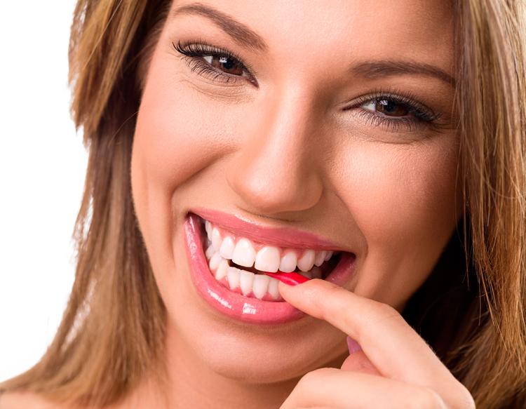 6 методов исправления кривых зубов без брекетов