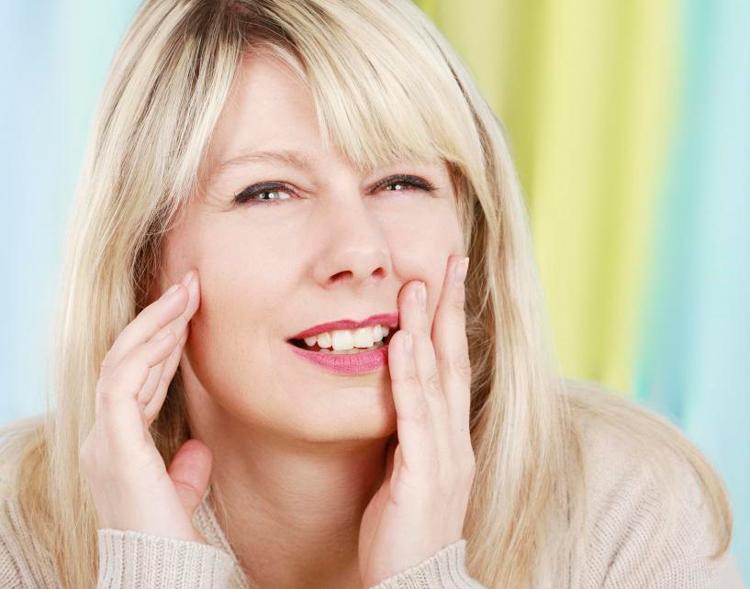 9 самых распространенных причин, почему немеют челюсти