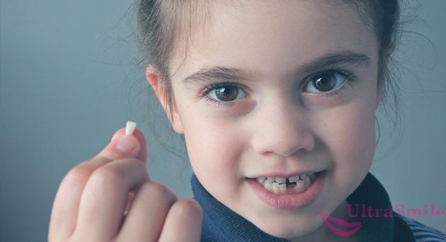 вырвать молочный зуб дома