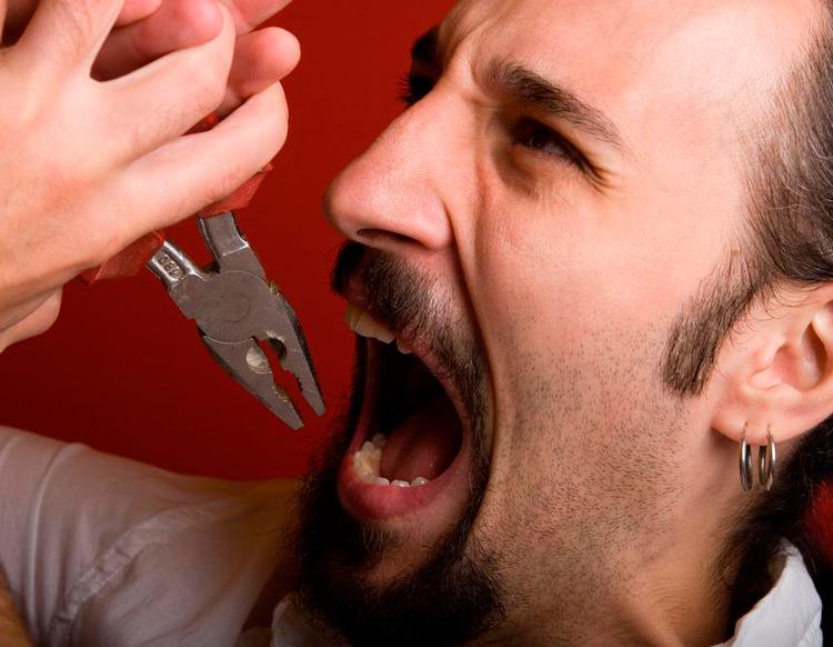 Как без боли вырвать зуб и можно ли это сделать в домашних условиях