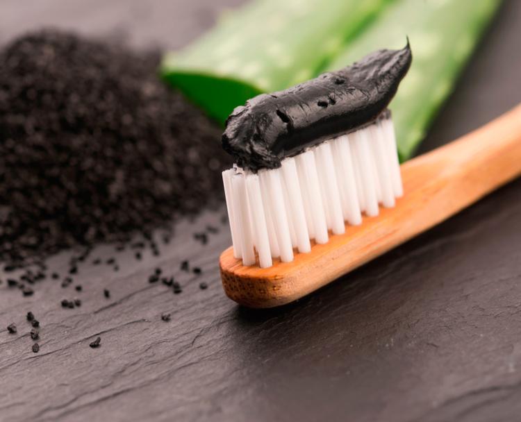 8 паст с углем для отбеливания зубов: плюсы и минусы, отзывы, мнение экспертов