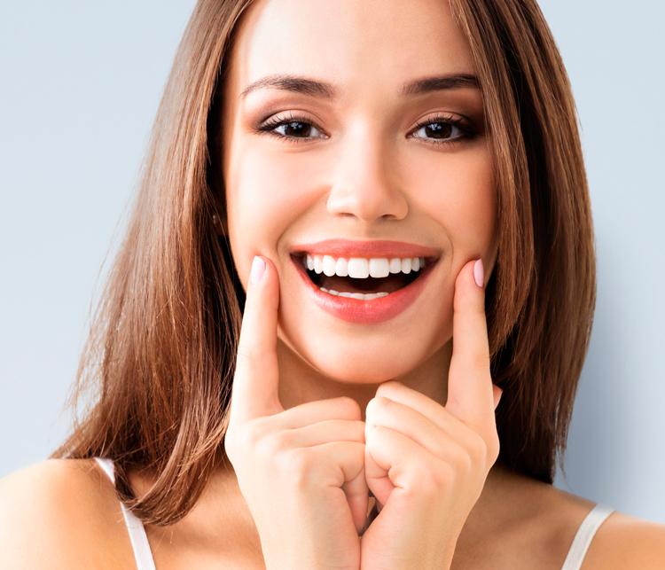 Отбеливатель зубов: ТОП-6 средств, которые можно использовать дома