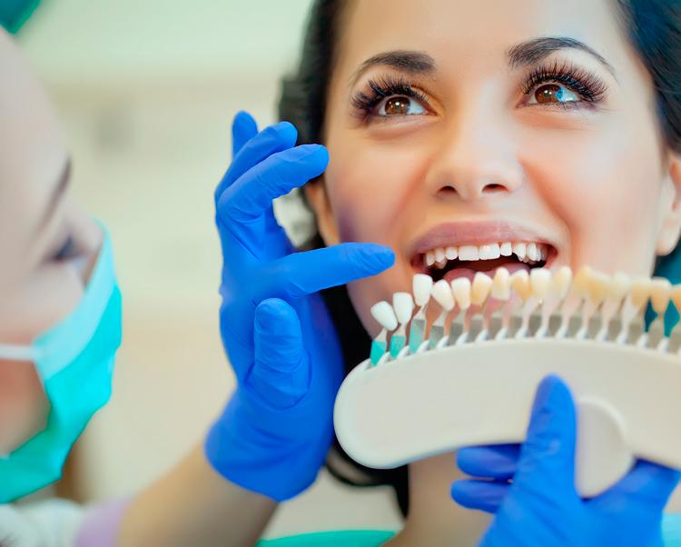 Отбеливание зубов у стоматолога: плюсы и минусы