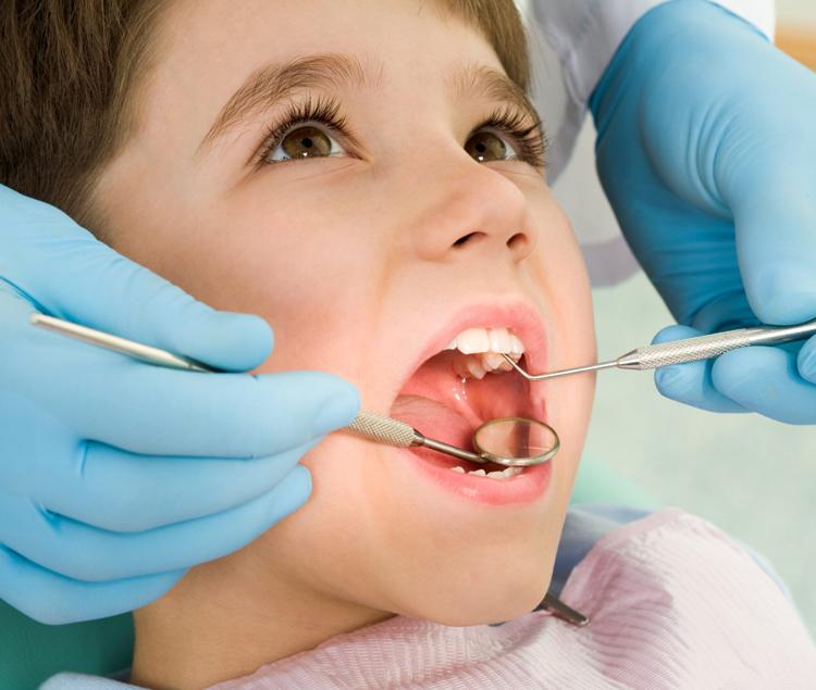 Всё, что нужно знать про кариес молочных зубов у детей