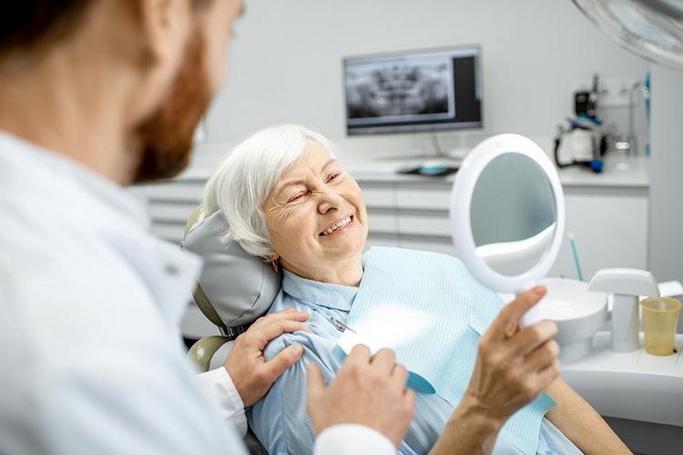 Зубной имплант: сколько времени уйдет на установку, включая все этапы?